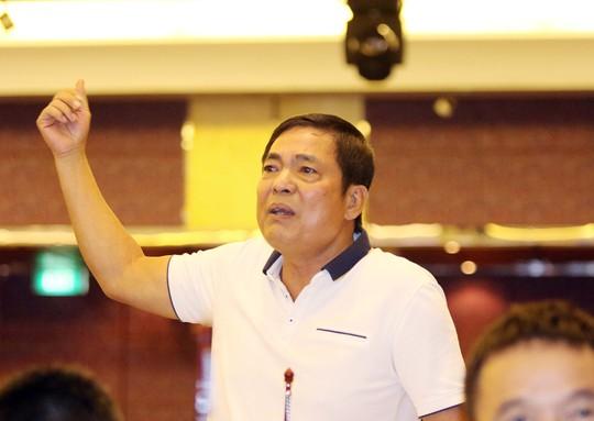 Chủ tịch Trần Mạnh Hùng của CLB Hải Phòng bất bình khi bản phân công trọng tài vòng 9 và 10 của V-League vẫn có tên ông Nguyễn Trọng Thư Ảnh: Hải Anh