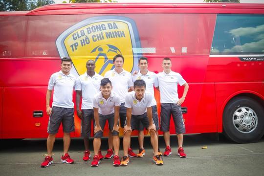 Các cầu thủ CLB TP HCM cũng bày tỏ sự háo hức khi có xe di chuyển mới
