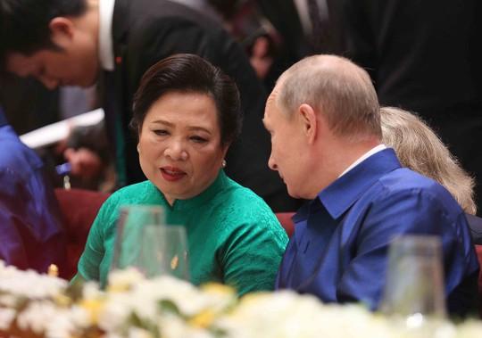 Những hình ảnh ấn tượng tại tiệc chiêu đãi các nhà lãnh đạo APEC - Ảnh 3.