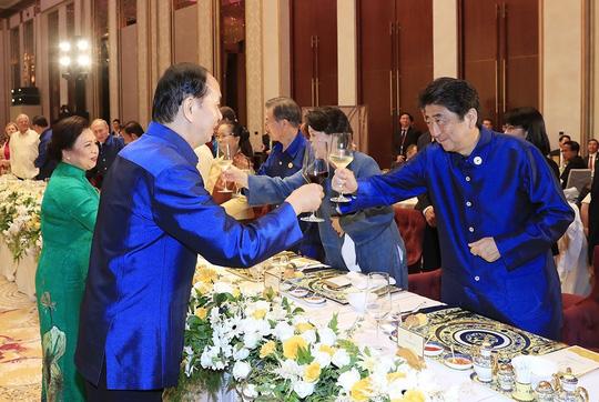 Những hình ảnh ấn tượng tại tiệc chiêu đãi các nhà lãnh đạo APEC - Ảnh 8.