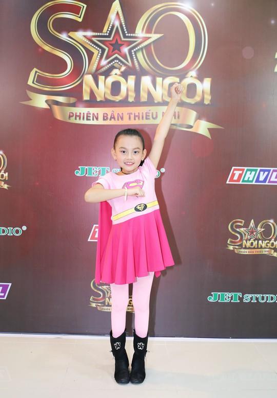 Bào Ngư hóa thân thành Superwoman hồng - Ảnh 4.