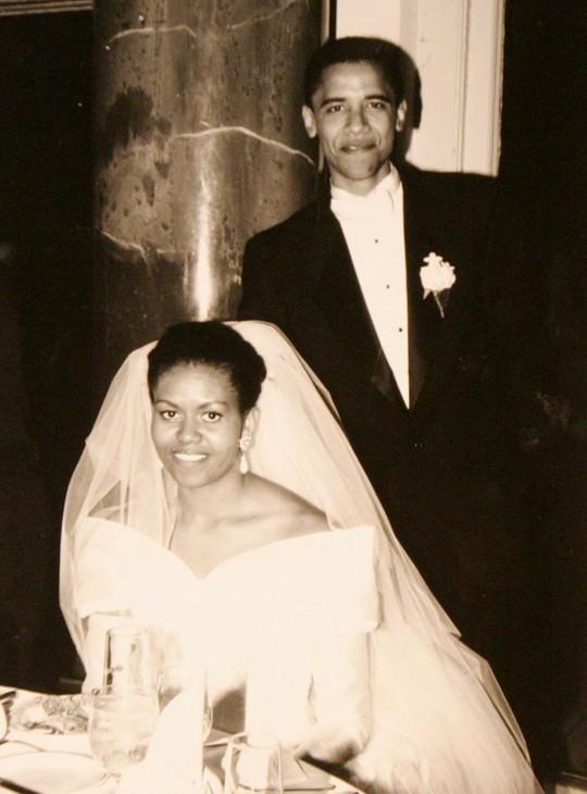 Vợ chồng ông Obama trong ngày cưới vào tháng 10-1992. Ảnh: Obama For America