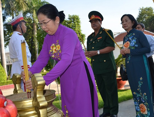 Lãnh đạo TP HCM tưởng niệm ngày Khởi nghĩa Nam kỳ - Ảnh 1.