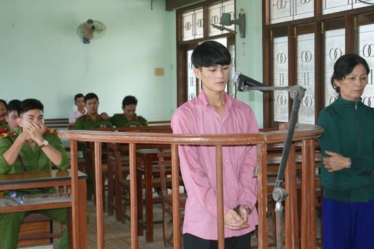 Bị cáo Hồ Linh Chi tại phiên tòa lưu động
