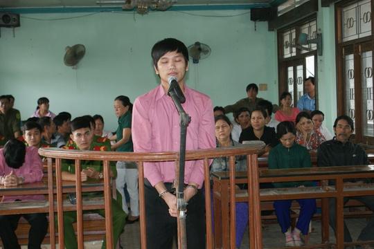 Bị cáo Nguyễn Quốc Nghĩa tại phiên tòa lưu động