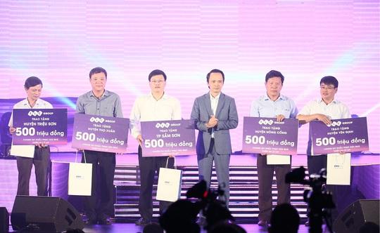 """FLC ủng hộ đồng bào lũ lụt Thanh Hóa 2,5 tỉ đồng thông qua """"Đêm tự tình"""" - Ảnh 9."""