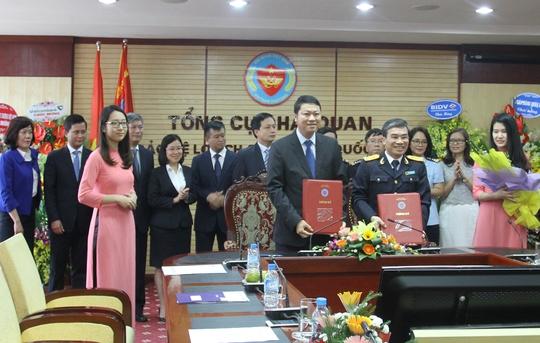 BIDV và Tổng cục Hải quan ký thỏa thuận hợp tác triển khai dịch vụ nộp thuế hải quan điện tử 24/7 - Ảnh 1.