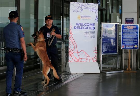 An ninh được thắt chặt tại thủ đô Manila – Philippines trước thềm Hội nghị Cấp cao ASEAN Ảnh: Reuters