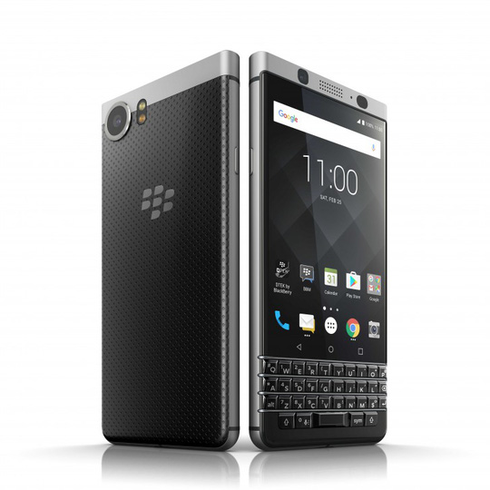 Chiếc BlackBerry KeyOne mới có bàn phím cứng QWERTY đậm phong cách truyền thống của BlackBerry. Ảnh: GSMArena.