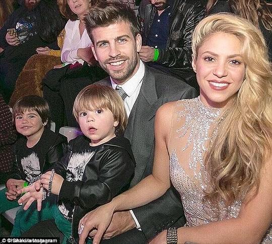Ca sĩ Shakira chia tay, Pique khủng hoảng trầm trọng - Ảnh 1.