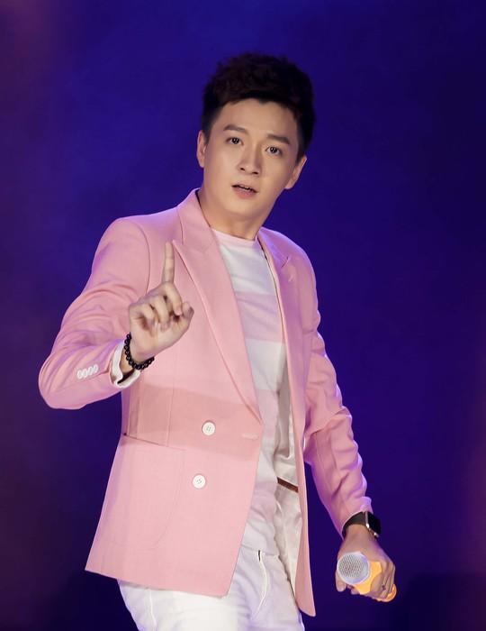 Đàm Vĩnh Hưng, Minh Hằng, Ngô Kiến Huy đốt cháy live show 9 Mai Vàng kết nối - Ảnh 13.