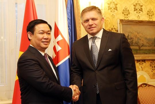Phó Thủ tướng Vương Đình Huệ thăm trường cũ ở Slovakia - Ảnh 1.