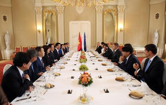 Phó Thủ tướng Vương Đình Huệ thăm trường cũ ở Slovakia - Ảnh 3.