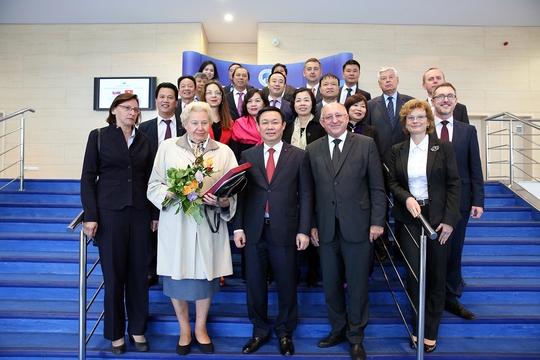 Phó Thủ tướng Vương Đình Huệ thăm trường cũ ở Slovakia - Ảnh 4.