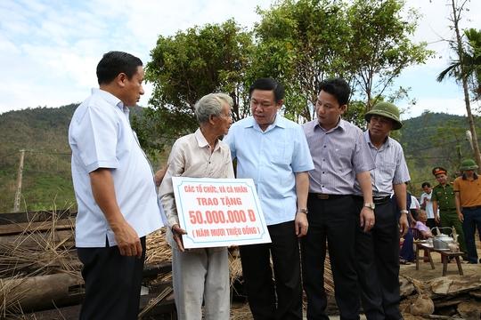 Cuối tuần, Phó Thủ tướng tặng quà trung thu trẻ mồ côi Hà Tĩnh - Ảnh 2.