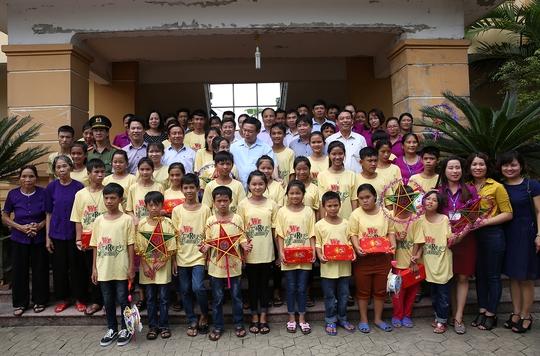 Cuối tuần, Phó Thủ tướng tặng quà trung thu trẻ mồ côi Hà Tĩnh - Ảnh 3.