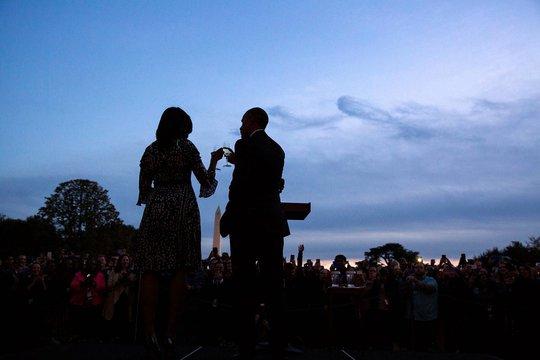 Vợ chồng Tổng thống Obama. Ảnh: Twitter