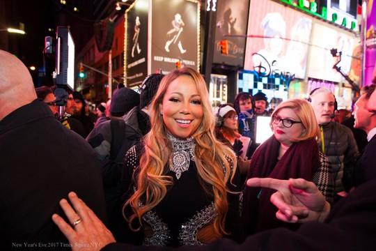 Mariah Carey ở Quảng trường Thời đại. Ảnh: Twitter