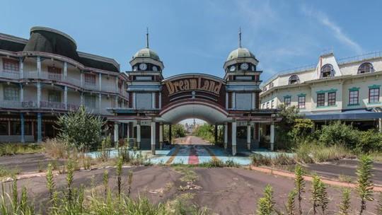 Nara Dreamland chính thức đóng cửa vào năm 2006 và từ đó bị bỏ hoang. Ảnh: Romain Veillon