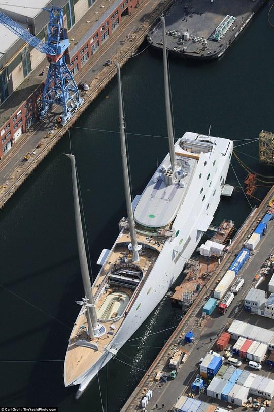 Sailing Yacht A được thiết kế bởi nhà thiết kế người Pháp Philippe Starck. Ảnh: Carl Groll
