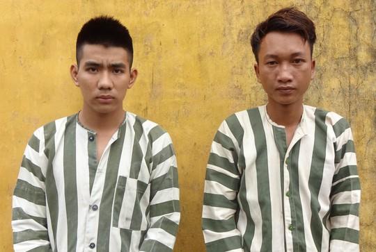Tuấn (trái) và Khánh (phải) tại cơ quan điều tra