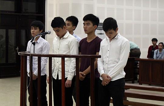 Hòa giải không thành, nhóm thanh niên đến tận nhà chém người - Ảnh 1.