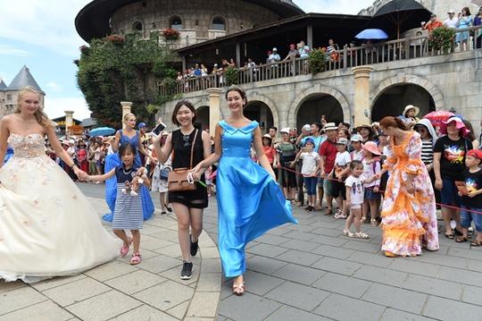 Sun World Ba Na Hills mang đến thủ đô màn trình diễn carnival đặc sắc nhất - Ảnh 1.