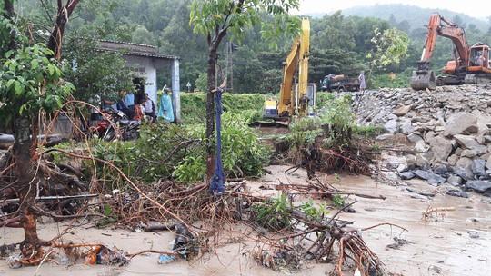 Đà Nẵng: Kè biển sạt lở, 54 nhà dân có nguy cơ bị cuốn trôi - Ảnh 2.
