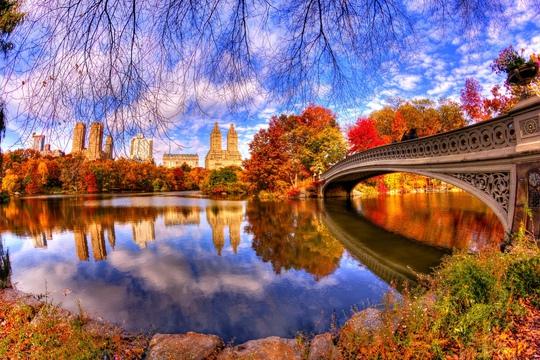Cảnh sắc Công viên Trung tâm New York (Mỹ), đặc biệt nên thơ khi mùa thu đến. Ảnh: Travel Digg