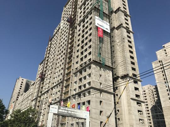 Một dự án nhà ở xã hội tại quận 2 (TP HCM) quy mô hơn 1.800 căn hộ đang xây dựng nhưng đã có hàng chục ngàn hồ sơ đăng kýẢnh: LÊ PHONG