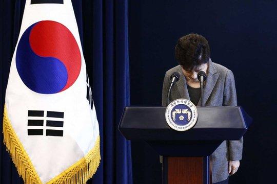 Bà Park Geun-hye xin lỗi trước quốc dân Ảnh: AP
