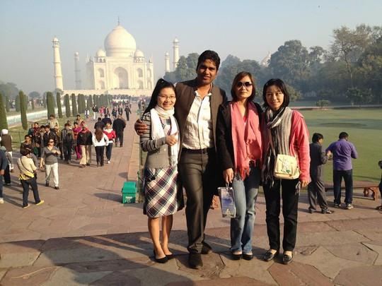 3 điều kiện hành nghề của hướng dẫn viên du lịch - Ảnh 1.