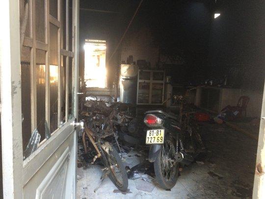 5 xe máy cùng nhiều vạt dụng bị cháy rụi