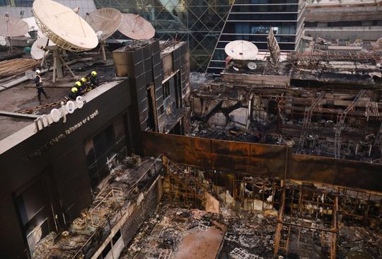 Cháy tòa nhà ở Mỹ và Ấn Độ, 26 người chết - Ảnh 3.
