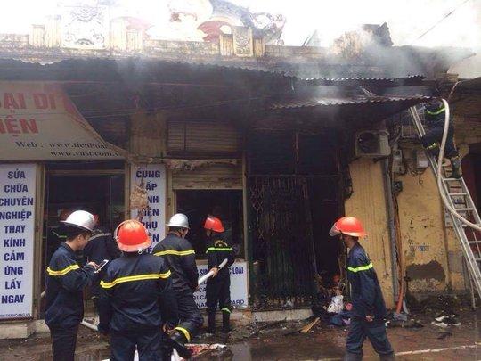 Vụ cháy lớn đã thiêu rụi nhiều đồ đạc trong nhà họa sĩ Văn Thao, con trai cố nhạc sĩ Văn Cao