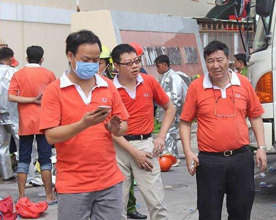 Ông Chen Lai Shih Kuan (bìa phải)