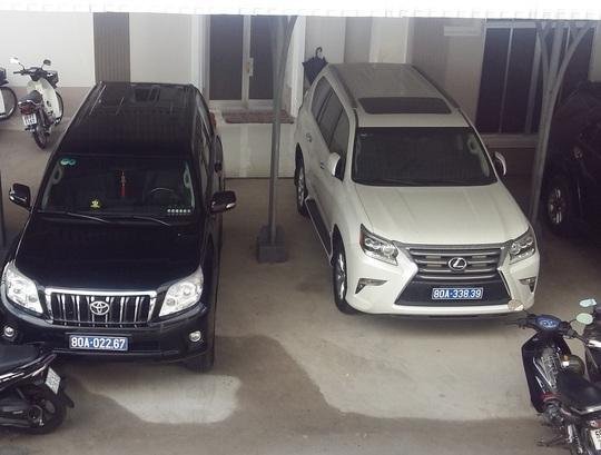 Chiếc Lexus màu trắng là một trong 2 xe đã được tỉnh Cà Mau trả lại cho doanh nghiệp
