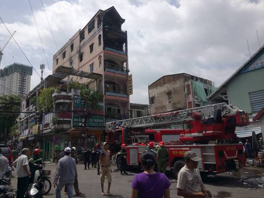 Vụ cháy may mắn không gây thiệt hại về người nhưng hàng hóa, đồ đạc trong hai tầng của ngôi nhà bị cháy rụi.