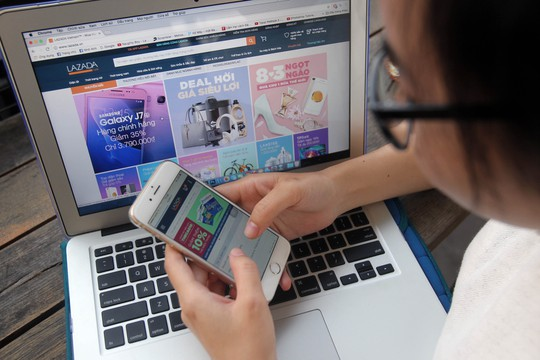 Chỉ khoảng 28% người dân bắt đầu sử dụng thương mại điện tử Ảnh: Hoàng Triều