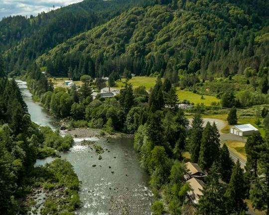 Toàn bộ thị trấn Tiller được rao bán với giá 3,85 triệu USD Ảnh: Oregon Live