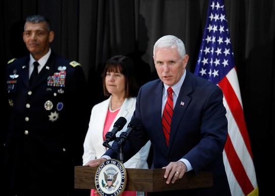 Phó Tổng thống Mỹ Mike Pence phát biểu tại một căn cứ quân sự ở Seoul ngày 16-4Ảnh: Reuters