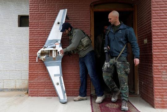 Mỹ tìm cách triệt bầy ong IS - Ảnh 1.