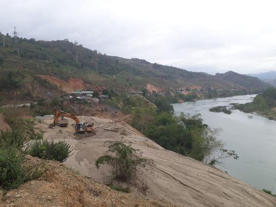 Một điểm khai thác cát trái phép trên sông Lam, tỉnh Nghệ An - Ảnh: ĐỨC NGỌC