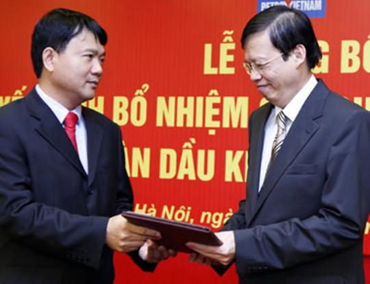 Ông Đinh La Thăng (trái) và ông Phùng Đình Thực tại một lễ công bố bổ nhiệm của PVN. Ảnh: TTXVN