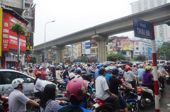 Lấy ý kiến về hạn chế xe máy tại Hà Nội: Minh bạch trong khảo sát! - Ảnh 1.