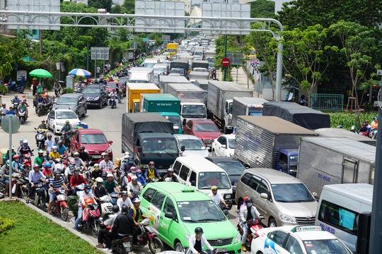 TP HCM sẽ cấm xe tải chạy vào trung tâm - Ảnh 1.