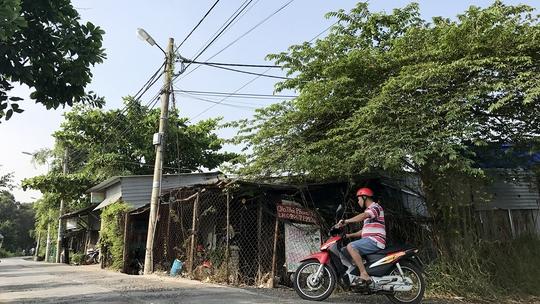 Dãy nhà này ở xã An Phú Tây, huyện Bình Chánh, TP HCM được mua bán bằng giấy tay, hiện một số hộ đang làm thủ tục xin cấp sổ đỏ