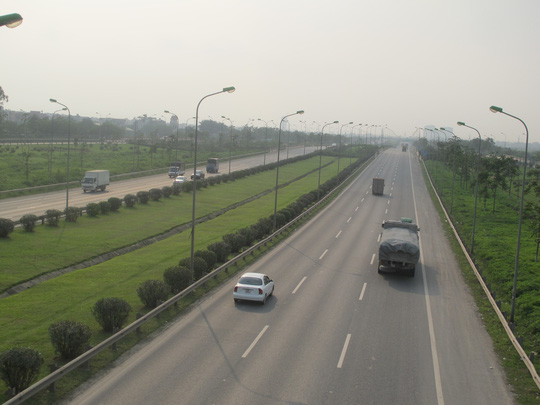 Nhiều tuyến đường bộ chưa được khai thác hết công suất. Trong ảnh: Tuyến cao tốc Láng - Hòa Lạc