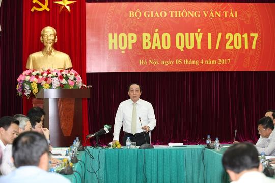 Thứ trưởng Bộ GTVT Nguyễn Hồng Trường chủ trì cuộc họp báo vào ngày 5-4