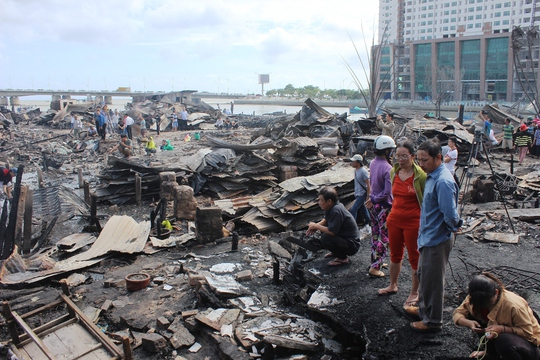 Vụ hỏa hoạn đã thiêu rụi nhà cửa của hơn 70 hộ dân